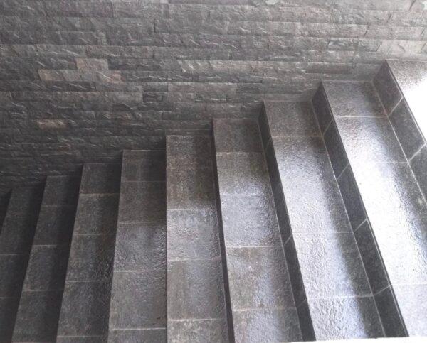 Placaj Andezit Terragrey Light fiamat montat pe trepte